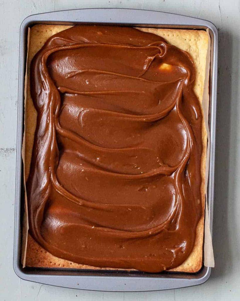 caramel on a vegan millionaire shortbread