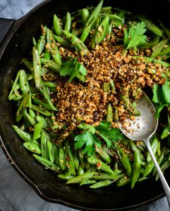 braised runner beans with pangritata