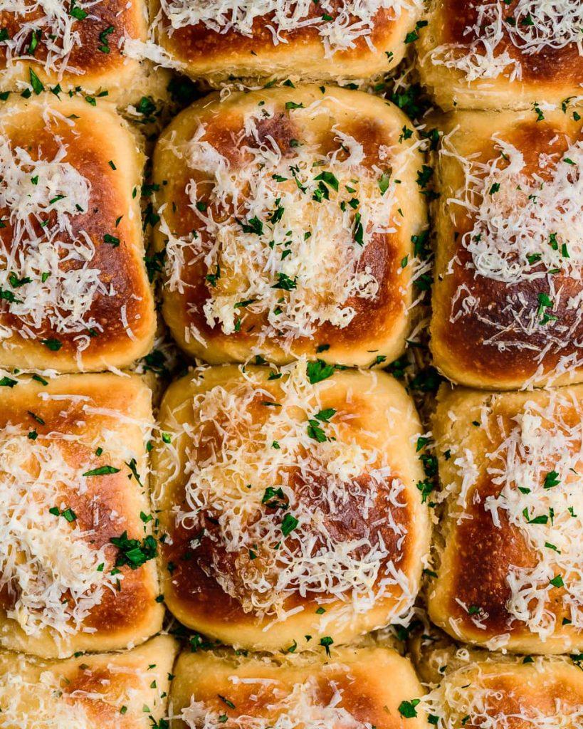 cheesy vegan beer rolls